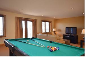 A pool table at Chalet Elki