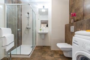 Vonios kambarys apgyvendinimo įstaigoje P&O Apartments Wola