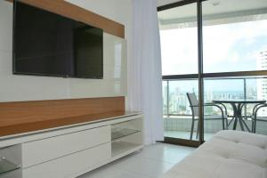 A television and/or entertainment center at Flat Rosarinho Prince Premium