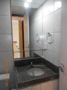 A bathroom at Luxuoso Quarto E Sala Mobiliado