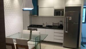 A kitchen or kitchenette at Flat Beach Class Santa Maria Premium