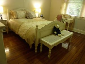 A bed or beds in a room at Orangevale at Mount View