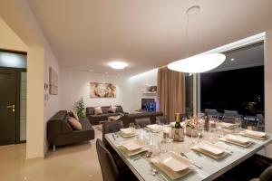 ห้องอาหารหรือที่รับประทานอาหารของ Villa Trogir