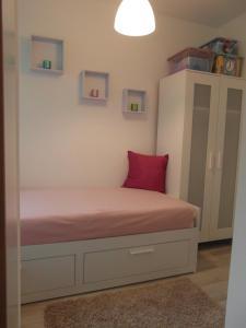Posteľ alebo postele v izbe v ubytovaní Origo Apartmanlakás