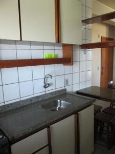 Una cocina o zona de cocina en Temporada Ponta das Canas