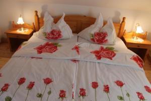 Кровать или кровати в номере Rosis Erlebnishof