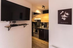A television and/or entertainment center at Studio ToulouseCityStay Blagnac
