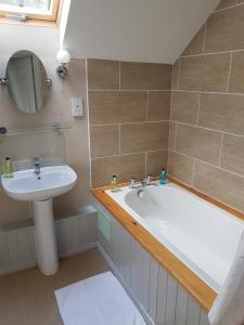 A bathroom at Meynell Mews