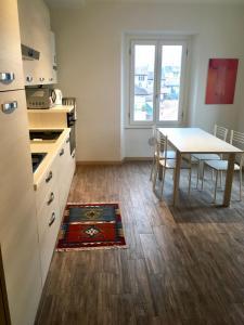 A kitchen or kitchenette at HOME NEAR LAKE, VARENNA