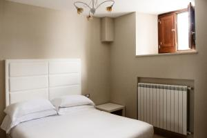 A bed or beds in a room at LHP Suite Rivisondoli
