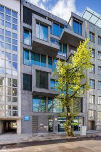 Budynek, w którym mieści się hotel apartamentowy