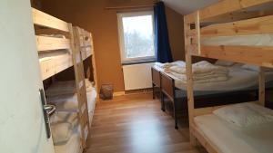 Een stapelbed of stapelbedden in een kamer bij Gîte de l'épilobe