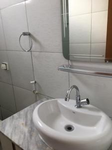 A bathroom at Apartamento Tambaú