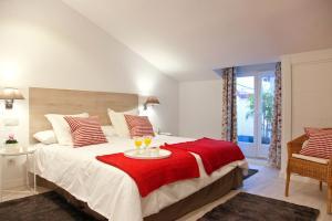 Krevet ili kreveti u jedinici u objektu Feelathome Madrid Suites Apartments