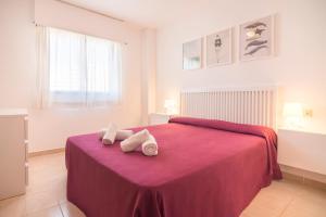 A bed or beds in a room at Apartamentos Paraíso Mar