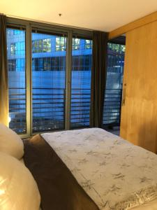 A bed or beds in a room at Suite im Sony Center am Potsdamer Platz