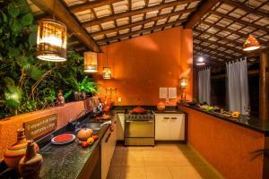 A cozinha ou cozinha compacta de Imbassaí Breeze Apartamentos