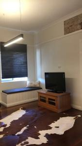 A television and/or entertainment center at Capel Short-Stay Accommodation