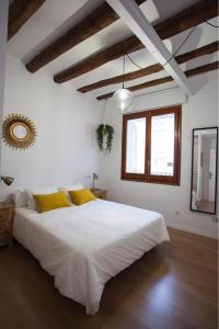 A bed or beds in a room at Apartamento Rey Alfonso I