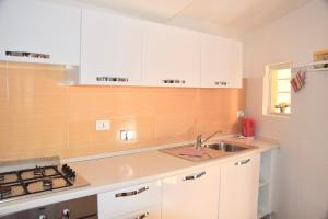 A kitchen or kitchenette at Cuore di Roma Apartment