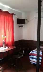 Una televisión o centro de entretenimiento en Lp