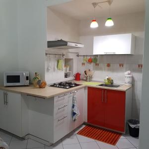 A kitchen or kitchenette at Smart Central Apartments Decumani