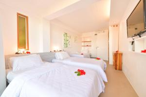 A bed or beds in a room at Diniview Villa Resort