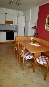 A kitchen or kitchenette at Residenza Casa Rosada