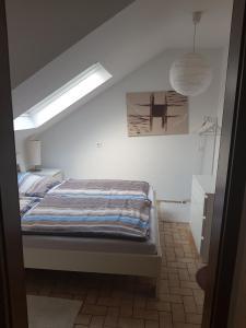 Ein Bett oder Betten in einem Zimmer der Unterkunft Ferienwohnung Leo