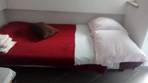 A bed or beds in a room at Apartmani Seršić