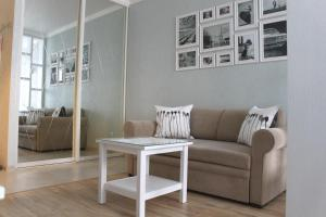 Гостиная зона в Provans Apartment on Stroiteley