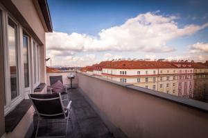 Uma varanda ou terraço em Millben Apartment - Zizkov Tower