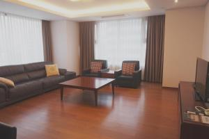 A seating area at Vabien Suite 1 Serviced Residence
