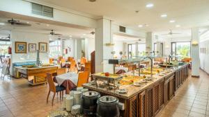 Restoran või mõni muu söögikoht majutusasutuses Blue Sea Apartamentos Callao Garden