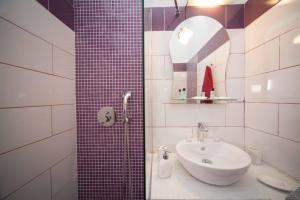 A bathroom at Villa Anto