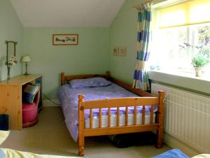 A bed or beds in a room at Corner Cottage, Beccles