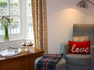 Seating area sa Crown Cottage, Tenby
