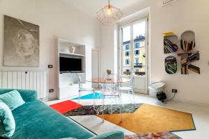 A seating area at Apartment 3BR 2BT - Naviglio