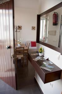 Ein Restaurant oder anderes Speiselokal in der Unterkunft Apartamentos Puerta Sierra