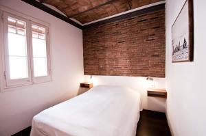 Кровать или кровати в номере Barceloneta Apartments Beach