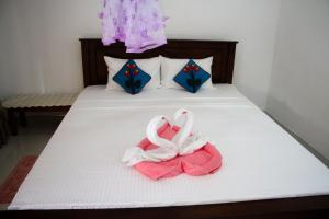 A bed or beds in a room at Harini Villa