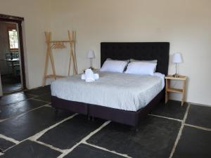 A bed or beds in a room at Cooks Cottage
