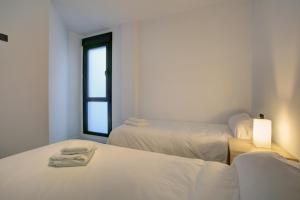 A bed or beds in a room at Lewis&Peter Apartments Los Remedios