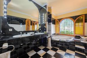 A bathroom at Villa Can Palazon