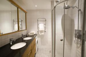Salle de bains dans l'établissement Residence Perseus