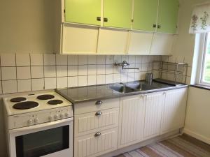 A kitchen or kitchenette at Peterslund