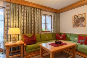 Ein Sitzbereich in der Unterkunft Alpasella Ferienwohnungen