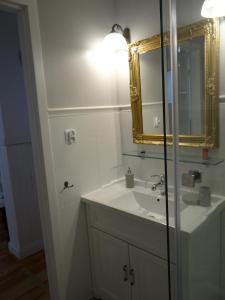A bathroom at Biały Apartament 6-8 osób plus dostawka