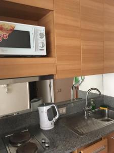 Una cocina o zona de cocina en Mandala House