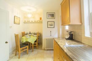 Een keuken of kitchenette bij Pugwash